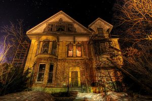 Guide to the Best DFW Haunted Houses, Zombie Hunts and Haunted Trails
